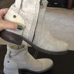 UGG ❗️RARE❗️cream short leather booties boots EUC